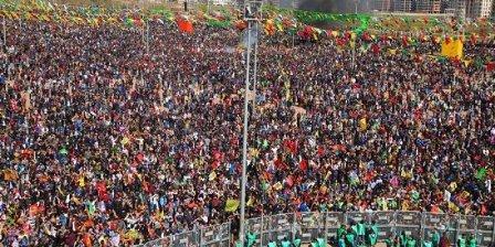 Amed Newroz Tertip Komitesine ev baskınları