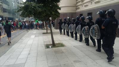 arjantinde egitimciler sokakta
