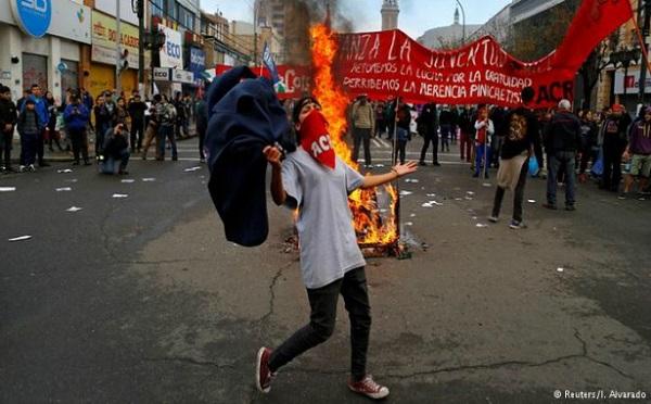 Şili ve Meksikada öğrenciler ve öğretmenler direnişte