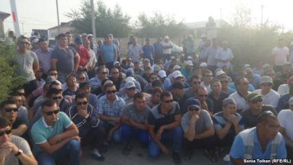 Kazakistanda yüzlercepetrol işçisi iş bıraktı